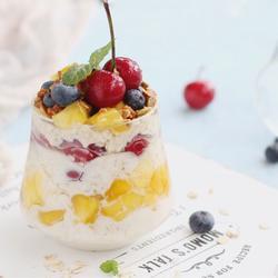鲜果燕麦酸奶杯