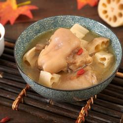 滋润养颜贴秋膘 必备猪蹄莲藕汤的做法[图]