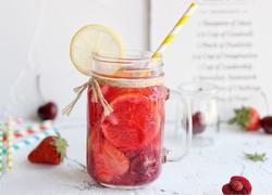车厘子草莓水果茶