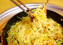 芝士飘香的辣白菜炒五花肉豆芽饭,还要再来一碗!