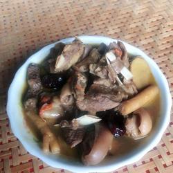 黑山羊肉煮客家黄酒