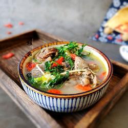 荠菜炖乌骨鸡汤