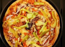 田园蔬菜香肠披萨