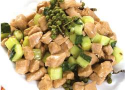 鸡胸肉这么吃肉嫩好吃排湿减肥